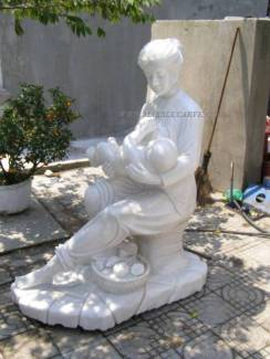 mother and baby statue carving sculpture