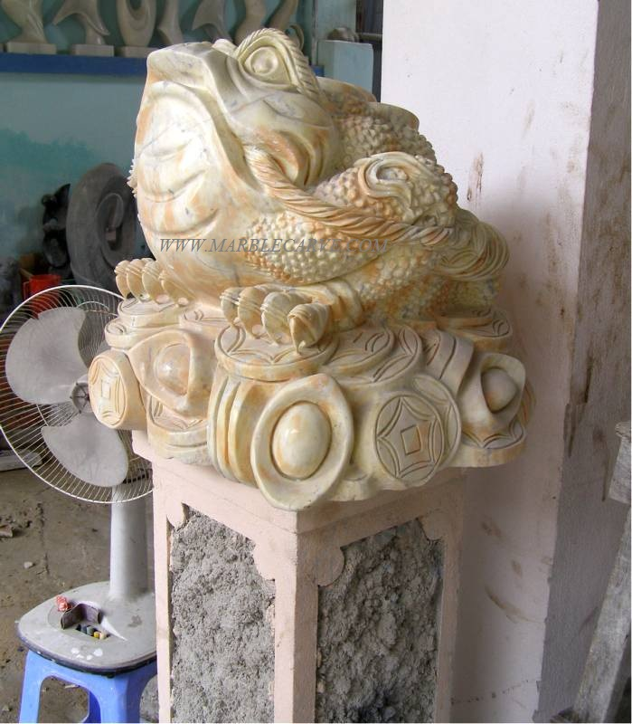 frog carving sculpture