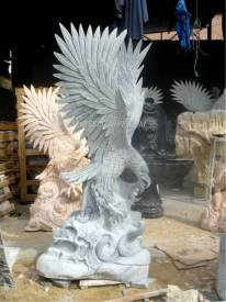 Eagle sculpture carving