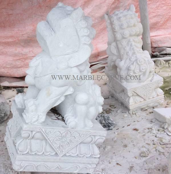 marble foodog statue sculpture